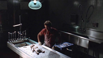 House en salle d'autopsie